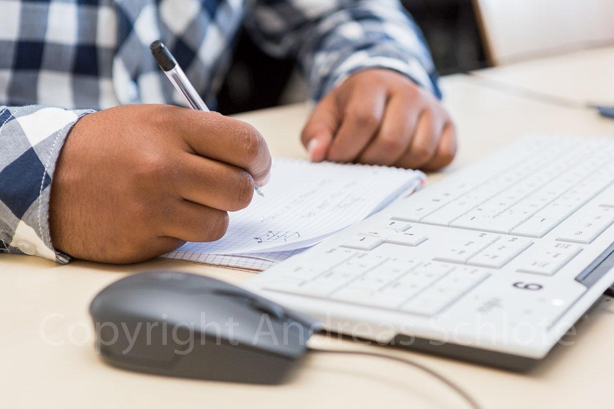 schreibende person