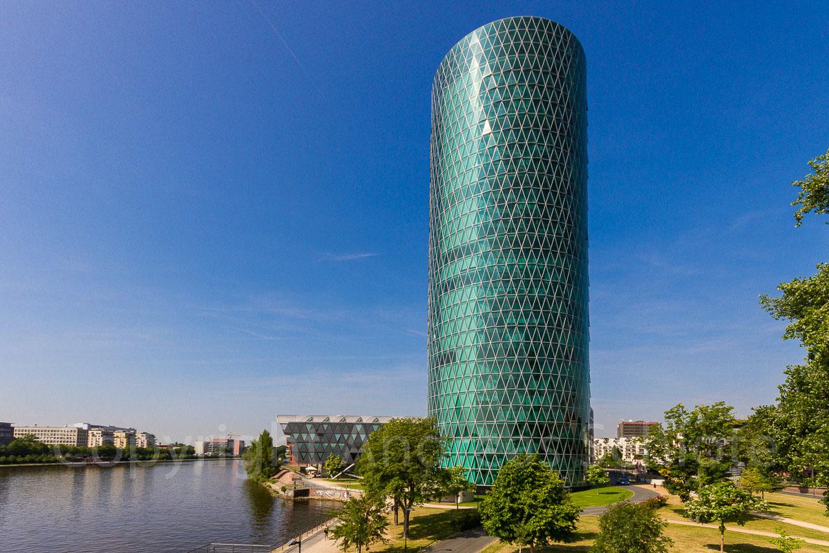 Hochhaus Frankfurt auch Apfelweinglas genannt