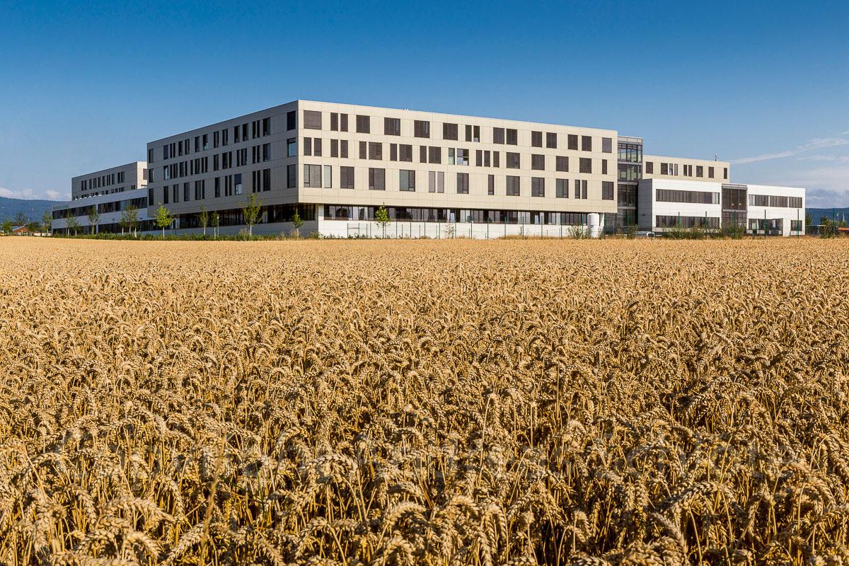 Aussenansicht Hochtaunusklinik Bad Homburg vom Feld aus